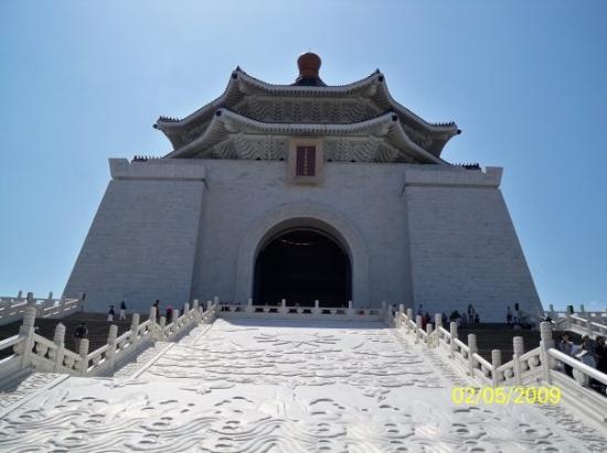ไทเป, ไต้หวัน: 從紀念堂底部拍攝紀念堂主建築