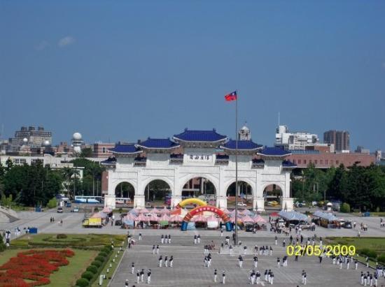 ไทเป, ไต้หวัน: 從正中拍攝大門與中華民國國旗