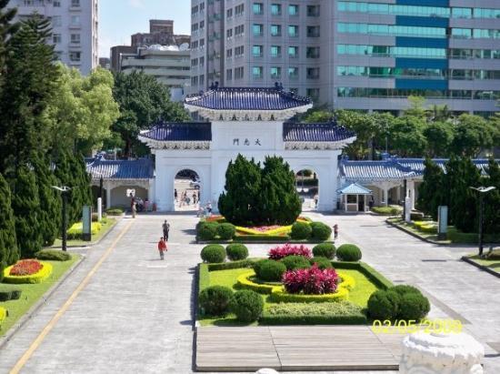 ไทเป, ไต้หวัน: 在中正紀念堂中層所拍攝的大孝門