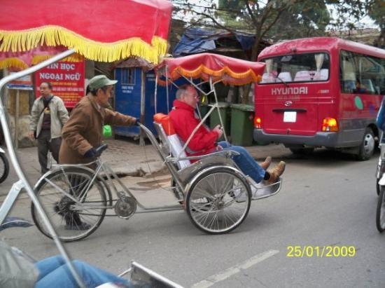ฮานอย, เวียดนาม: 遊客乘坐三輪車