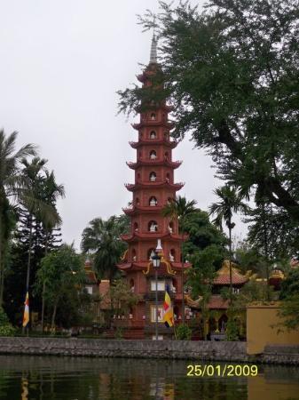 ฮานอย, เวียดนาม: 鎮國寺內的七情六慾塔,大家數一數塔是否有13層?