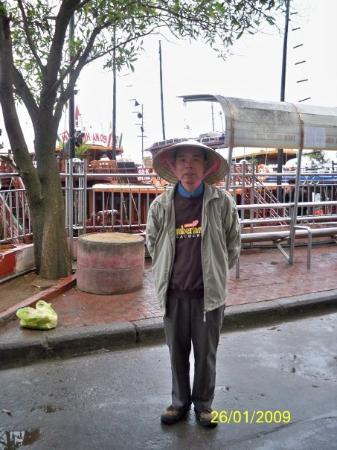 ฮาลองเบย์, เวียดนาม: 戴富有越南特色的斗笠
