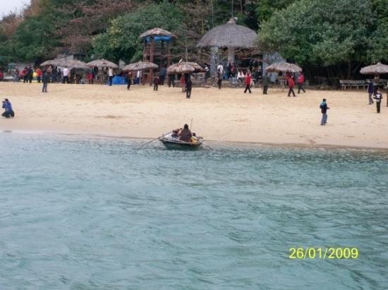ฮาลองเบย์, เวียดนาม: 天堂島也有人在艇上擺買