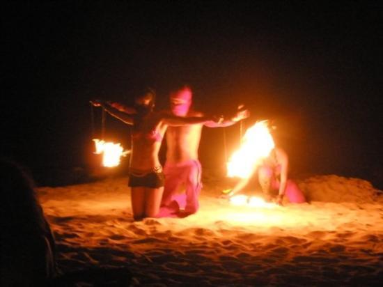 พลายาเดลคาร์เมน, เม็กซิโก: fire entertainers...