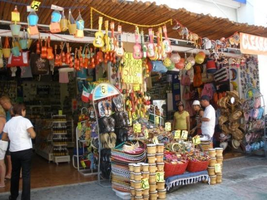 พลายาเดลคาร์เมน, เม็กซิโก: local markets