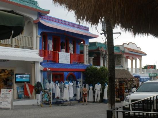 พลายาเดลคาร์เมน, เม็กซิโก: check out the gorgeous cotton dresses.