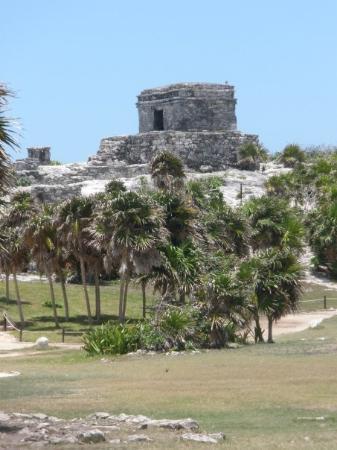 พลายาเดลคาร์เมน, เม็กซิโก: The ruins...