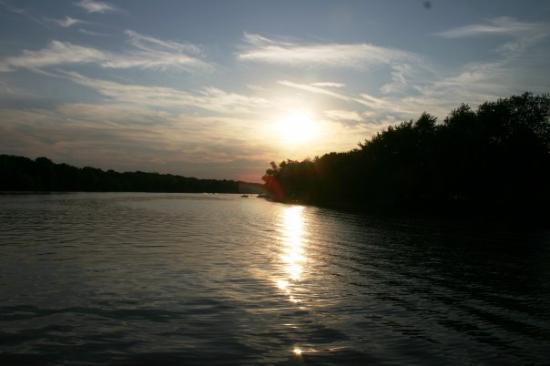 แฮมิลตัน, แคนาดา: sunset on the water