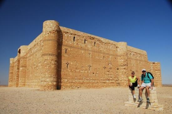 คาสร์อัลคาร์รานา: Qasr Kharana, one of the many old castles around Jordan.