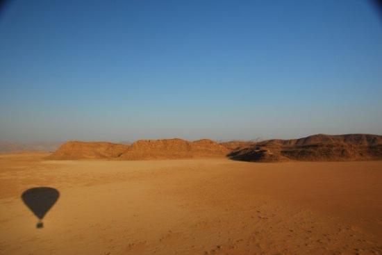 อัมมาน, จอร์แดน: Hot-air balloon ride over Wadi Rum.