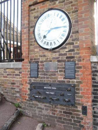Royal Observatory Greenwich: Set your watches. Maailma pysähtyy, jos tämä kello menee rikki.