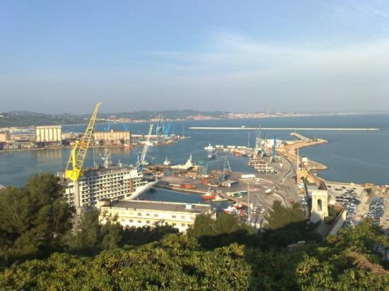อันโคนา, อิตาลี: Vista sul porto con tiepido sole...!!!