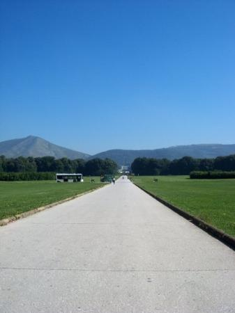 Casetta, Italija: caserta palace garden. its a 2mile walk to the end in the midday heat. it wasnt such a good idea