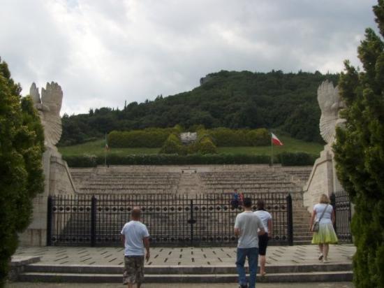 Cassino, อิตาลี: polish grave yard