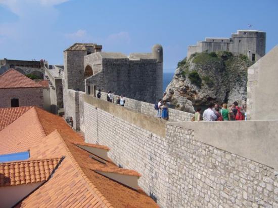 กำแพงเมืองโบราณ: Citywall of Dubrovnik