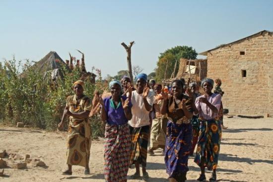 ลิฟวิงสโตน, แซมเบีย: The welcoming party for our arrival