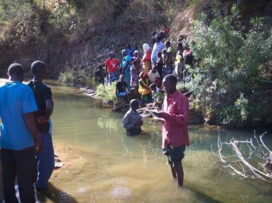 ลิฟวิงสโตน, แซมเบีย: Praise the Lord to see Zambians follow the Lord in baptism.