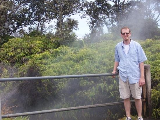 Hawaii Volcanoes National Park, ฮาวาย: Look!  A steam vent
