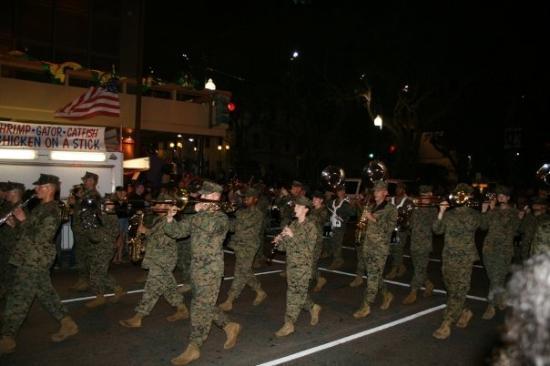 นิวออร์ลีนส์, หลุยเซียน่า: The army comes through