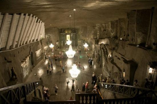 วอร์ซอ, โปแลนด์: THe church in the Salt mine. all of this is made of salt.
