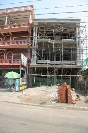 เวียงจันทน์, ลาว: Under construction