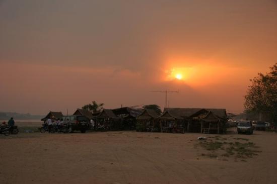เวียงจันทน์, ลาว: Sunset at Mekong