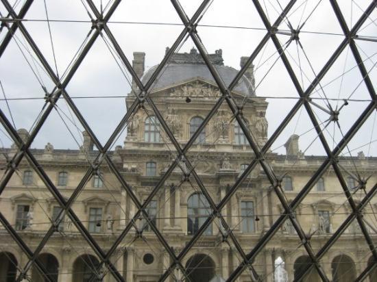 พิพิธภัณฑ์ลูฟวร์: Paris