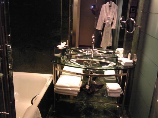 โรงแรมฮิลตัน มาดริด แอร์พอร์ท: bathroom