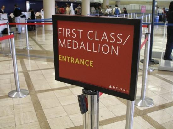 โบราโบรา, เฟรนช์โปลินีเซีย: First Class, the only way to fly