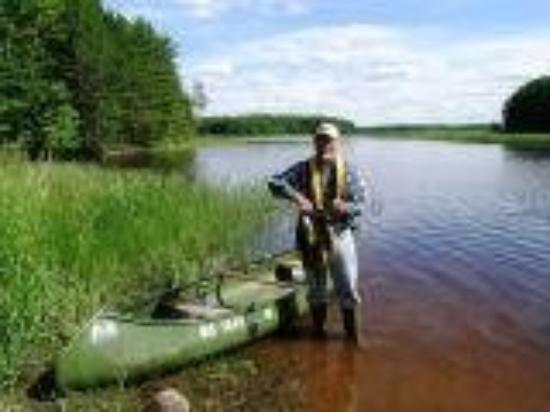 Mercer, วิสคอนซิน: Ken and his marvelous canoe on the Turtle River, summer '08