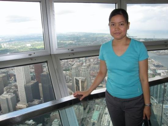 โตรอนโต, แคนาดา: inside CN Tower at sky pod