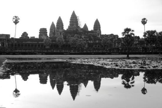 นครวัด: Angkor Wat  Picture taken at sunrise.