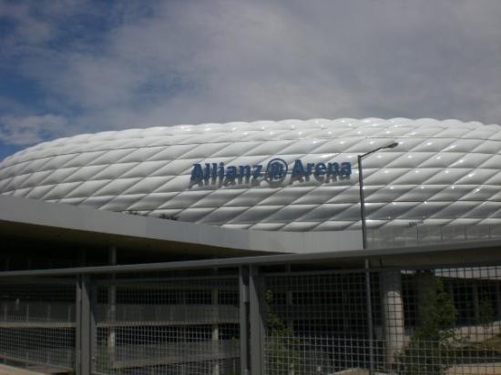 Otra vez herzog & De Meuron se cruza en mi camino, esta vez con el estadio Allianz Arena. Impres