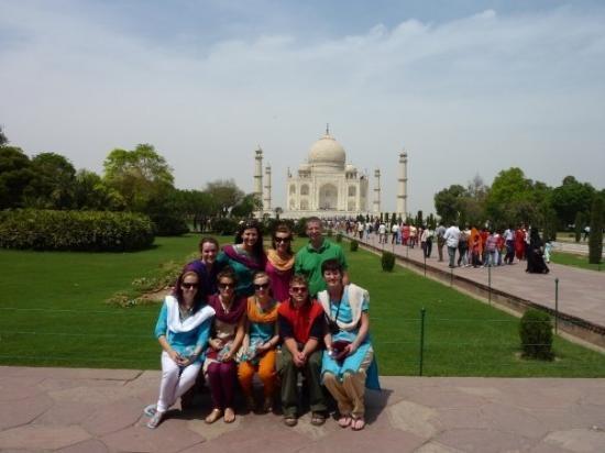 นิวเดลี, อินเดีย: Token Taj groupshot!