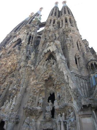 โบสถ์แห่งครอบครัวศักดิ์สิทธิ์: Sagrada Familia
