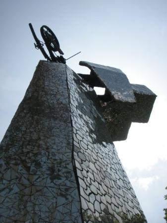 Capalbio, อิตาลี: the falling tower
