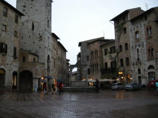 ซานจิมิกนาโน, อิตาลี: San Geminiano