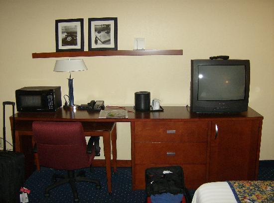 Courtyard by Marriott Memphis Airport: Desk Area