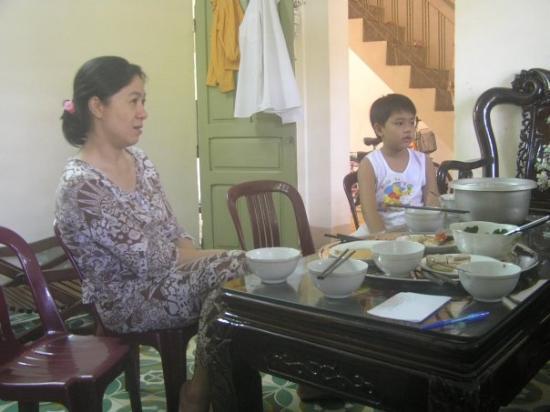 Quang Ngai, เวียดนาม: 6-7-09, nhà chú t:d