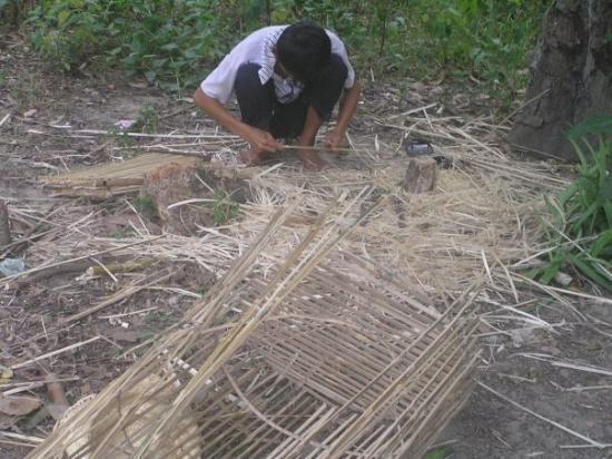 Quang Ngai, เวียดนาม: cái này là làm lồng chim đó ;))