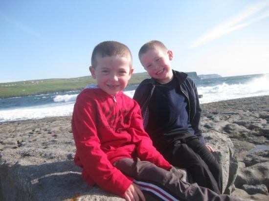 เวสต์พอร์ต, ไอร์แลนด์: The boys in Doolin.