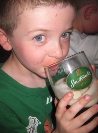 เวสต์พอร์ต, ไอร์แลนด์: my 5 year old at Matt Malloy's...... when in rome......