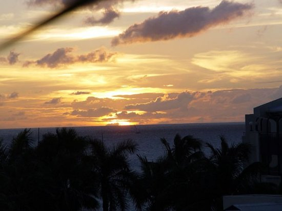 Philipsburg, St-Martin / St Maarten : Sunset from our room..St Maarteen