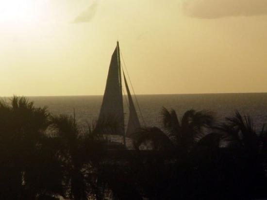 ฟิลิปส์เบิร์ก, เซนต์มาร์ติน / ซินท์มาร์เทิน: Sailboat at sunset from our room