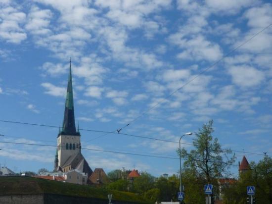 ทาลลินน์, เอสโตเนีย: Cables and churches everywhere