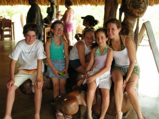 ออรานเจสตัด, อารูบา: At the ostrich farm