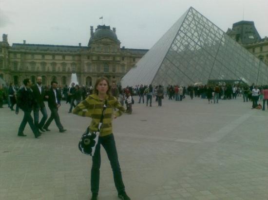 พิพิธภัณฑ์ลูฟวร์: Louvren sisäänkäynti