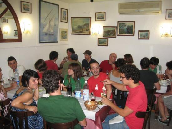 Sant Feliu de Guixols, สเปน: Lunch with lots of friends!