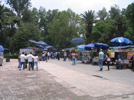 เม็กซิโกซิตี, เม็กซิโก: Loads of stalls everywhere at the weekend.