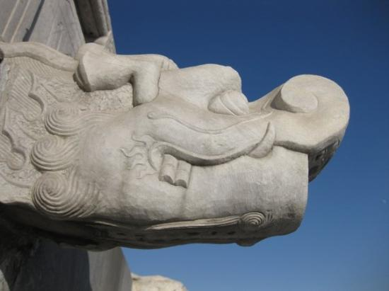 หอเทียนถัน: this gargoyle turns into a fountain when it rains.